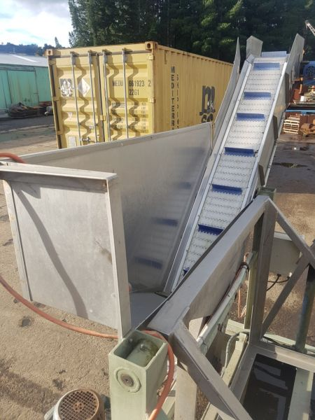 Hydraulic Bin Tiper and Outfeed Conveyor